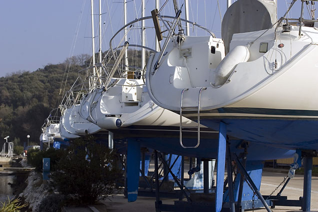 Boat manufacturers powerboats and sailboats for Catamaran fishing boat manufacturers